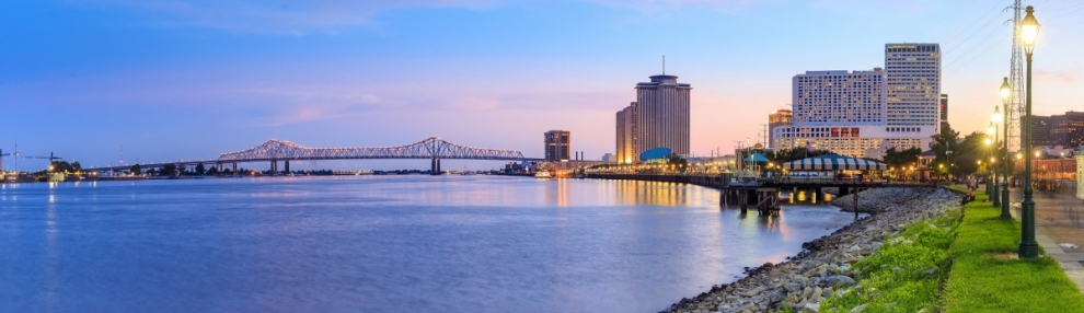 Downtown New Orleans Louisiana am Missisippi River (f11photo / stock.adobe.com)  lizenziertes Stockfoto  Infos zur Lizenz unter 'Bildquellennachweis'