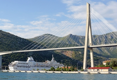 Croatia-01916 - Big Boat and Big Bridge..... (Dennis Jarvis)  CC BY-SA