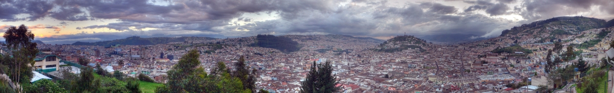 el ventanal afternoon, Quito Ecuador - panorama (stephen velasco)  [flickr.com]  CC BY-ND  Infos zur Lizenz unter 'Bildquellennachweis'