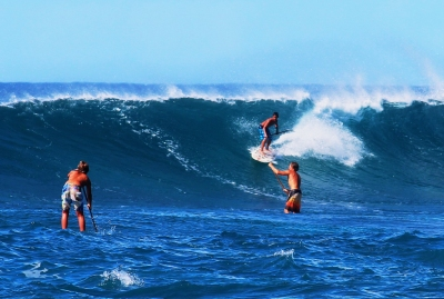Stand up paddle surfing on the huge waves off Sunset Beach (Peggy2012CREATIVELENZ)  CC BY
