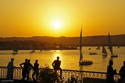 Sunset in Aswan, Egypt (Renate Dodell)  [flickr.com]  CC BY-ND  Infos zur Lizenz unter 'Bildquellennachweis'